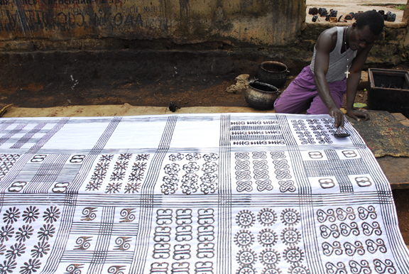 """NtonsoAdinkra"" by ArtProf - Own work. Licensed under CC BY-SA 3.0 via Wikimedia Commons - https://commons.wikimedia.org/wiki/File:NtonsoAdinkra.jpg#/media/File:NtonsoAdinkra.jpg"
